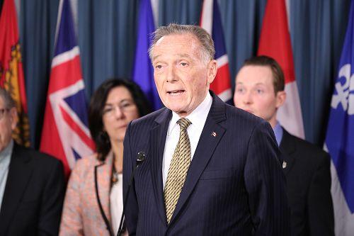 保守党外交评论议员肯特(Peter Kent)在发言中说,孙茜只是最近一名加拿大公民因为修炼法轮功被(中共)迫害的例子,还有数以百万计的中国公民,因为信仰法轮功而被迫害。